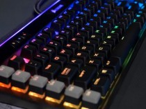 Corsair's K95 Platinum Keyboard Is Designed For Hardcore Gamers