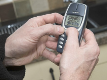 17-Year-Old Nokia 3310 Still Used By A Man From UK