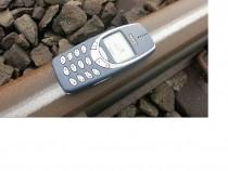 Nokia 3310 vs Train!