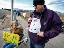 Rallies Held Across The Country Call For Gov't To Defund Planned Parenthood