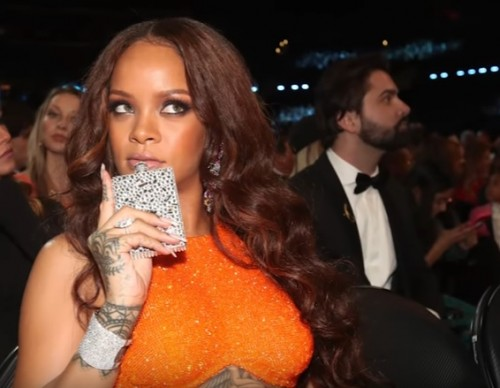 Rihanna SNEAKS In Flask & FaceTimes During 2017 Grammy Awards