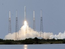 SpaceX Launches Giant Falcon 9 Test Rocket