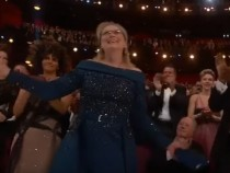 OSCARS 2017 : Meryl Streep Gets Standing Ovation at Oscars 2017, Jimmy Kimmel Pokes Fun at Her Dress