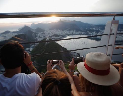 Zika Virus Threatens Brazil's Tourism Industry