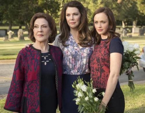 Netflix In Talks To Revive 'Gilmore Girls' With Full Seasons