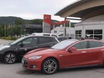 Nissan LEAF Versus Tesla Model S; What Did Pope Francis Choose? Details Inside