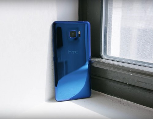 HTC U Ultra Review: Does It Really Have A Horrible Design?