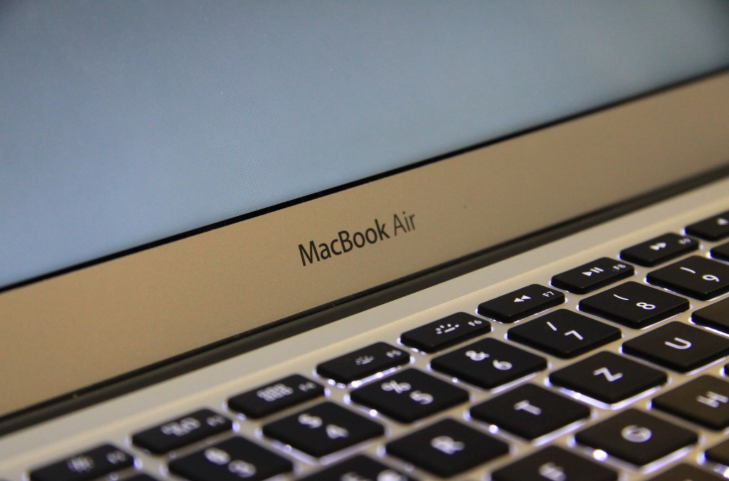 Apple Employee Laughs At Customer For Buying a New MacBook Air: Here's Why