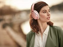 Woman wearing the Bose QuietComfort 35 II