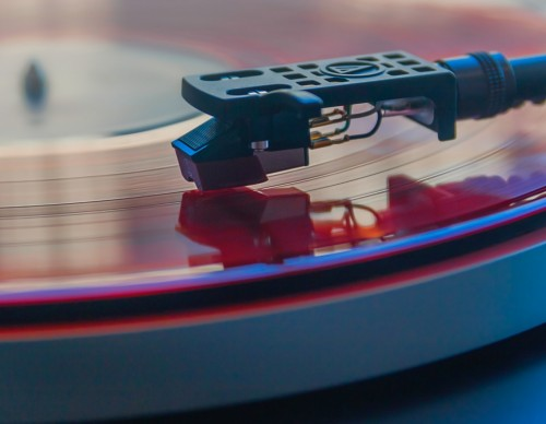 How Does Vinyl Work Awesome Old School Piece of Tech for Today's Listeners