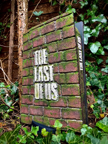 'The Last of Us'-Based PS5's First Look! Moss-Covered Brick Plates and Other Design Changes