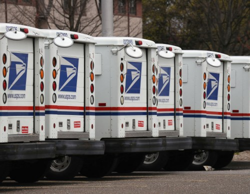 New USPS Trucks to Go Electric? US Lawmakers Want $6 Billion to Make This Happen!