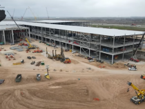 [Look] Tesla Bull Shows Drone Footage Progress of Austin Gigafactory: While Fund Manager Shorts Stock!