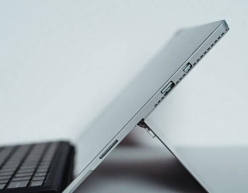 Surface Pro 7 vs iPad Pro: Microsoft Trolls Apple 'Tablet' in Hilarious Ad