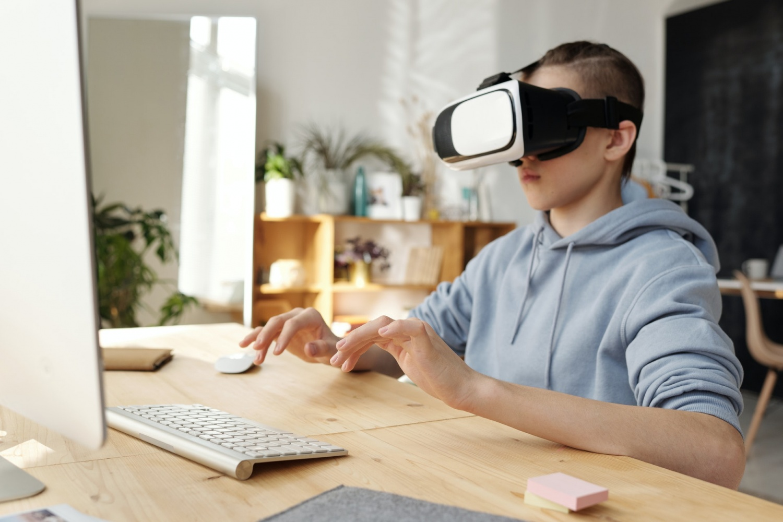 Apple AR/VR Headset Rumor Reveals 15 Cameras—Ability to Track User's Eye Movement Teased!
