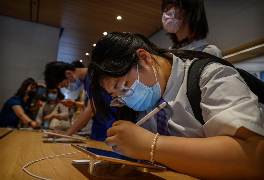 Will Apple Merge iPad and Mac Into One Device? Execs Deny Rumors, Teases New Improvements
