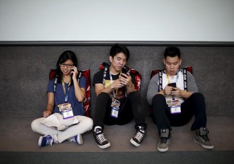 People use smartphones