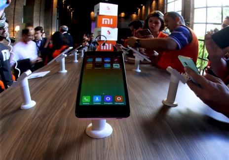 China's Xiaomi Redmi 2 smartphones