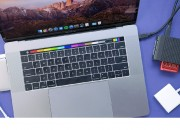 Given the fact that there´s mixed opinions about the MacBook Pro Touch Bar, it´s not known if this feature could end up as the hockey puck mouse, or the iPhone´s touchscreen.