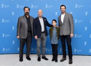 Hugh Jackman began touring to promote the final installment of his Wolverine movie series. In Taiwan, he discovers that Taiwan's most famous street food tastes good that he endured its smell.
