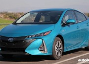 The 2017 Toyota Prius outshines its rivals with a range that even beats the 2017 Chevrolet Volt's 420 mile range.
