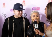 Blac Chyna is rumored to return her engagement ring to Rob Kardashian. The model was spotted with a bare finger which gave the media the impression that the couple did not really get back together.