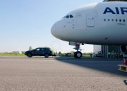 A small Porsche Cayenne has just towed a massive Airbus A380 setting a new world record, not in speed, but in strength.