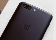 The OnePlus 5 features a 5.5-inch AMOLED display, like the OnePlus 3T and OnePlus 3. Despite rumors of a display size decrease to 5.3-inches, this turned out not to be the case for the new device.
