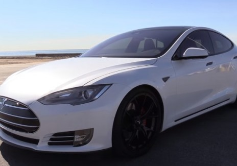Tesla Model S Leaves Showboating Porsche Cayman GT4 Spinning