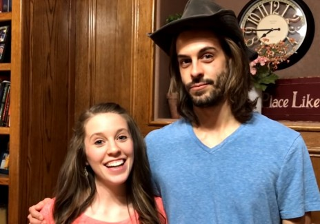 Duggar Family News, Updates: Derick Dillard Might Have Hinted On Jill Already Giving Birth; Duggar Sisters Receive Backlash On Josh's Lawsuit