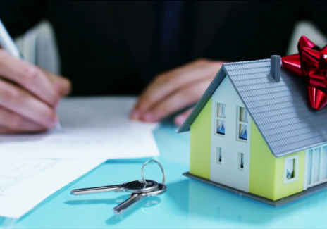 Pros and Cons to Using a Guar-antor Loan to Purchase Your House